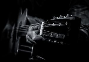 JT+acoustic Am Head B&W
